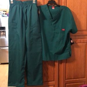 Dickies 2 pc scrub set size medium NWT
